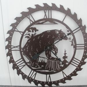 Another version of the saw blade clock.